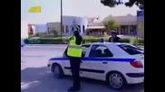 Този моторист се бъзикна яко с полицая ~смях~