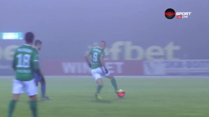 Камбуров застигна Жеков по голове срещу Левски