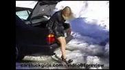 закъсала жена шофиьор много смях