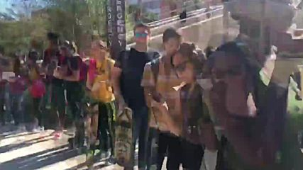 USA: Queue snakes around ASU campus as students vote in midterm elections *TIMELAPSE*