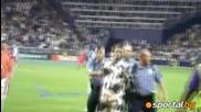 Човекът-крава нахлу на мач в Сащ