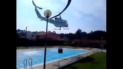 Това e съобразителен пилот на противопожарен хеликоптер !