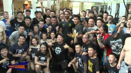 Seth Rollins soaks up Shanghai's culture