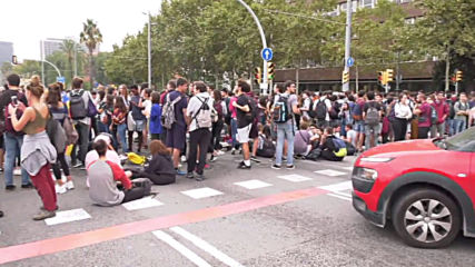 Spain: Hundreds of students block traffic in Barcelona after Catalan leaders' verdict is announced