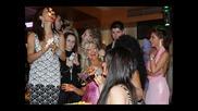Преслава Изцапана с Торта от Андреа На Наградите На Списание Фолк !!!