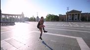 Момиче хип, хоп скача на въже Jump Rope Girl