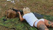 Момичета стрелят от легнало положение - по корем