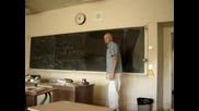 Учител Показва Как Се Прави Перфектен Кръг
