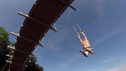 Екстремно ! Гимнастика с въжета под мост