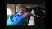 8 - Месечният Пианист