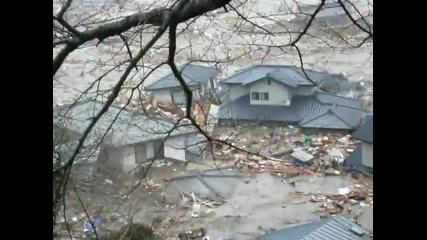 Страхотия цунами помита къщи пред очите на хора..