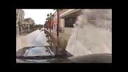 Редно ли този шофьор да се гаври така с пешеходците!