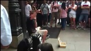 Супер beatbox изпълнение на улицата