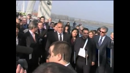 Българският и румънският премиер се срещнаха по средата на новия мост над Дунава