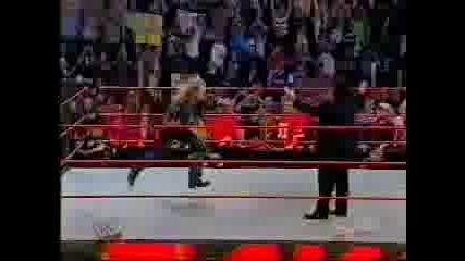 Wwe - Edge Se Zarvushta V Raw