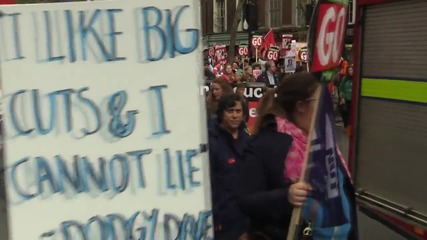 UK: Tens of thousands demand Cameron's resignation in London