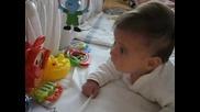 Мишето Пее С Играчките 1