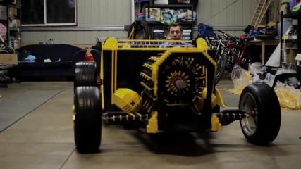 Кола от Lego в реален размер