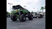 Monster Truck трошене на Автомобили