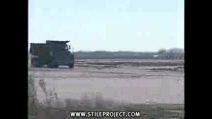 Камион Се Удря В Ограда