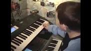 Момче Феномен на 13 години Свири Перфектно на Ионика