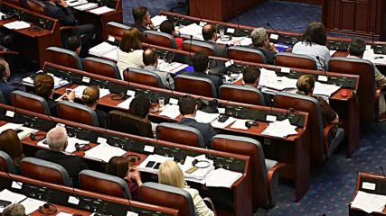 Macedonia: Parliament ratifies name change deal with Greece
