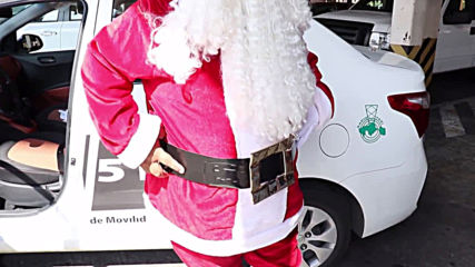 Santa taxi driver raises gifts to send Mexican kids Christmas joy