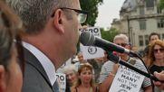 UK: Scores descend on Parliament Square over Labour antisemitism code