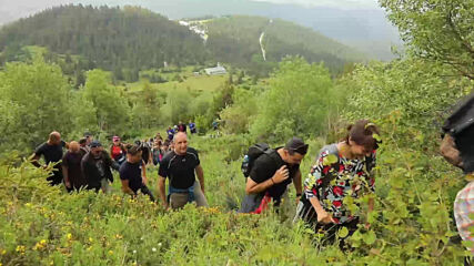 """Президентът Радев посети спортната база """"Белмекен"""" и изкачи връх Зъбчето"""