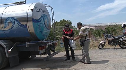 Spain: Town without clean drinking water receives 17,000-litre tanker delivery