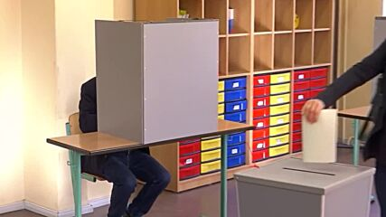 Germany: SPD candidate Olaf Scholz casts vote in elections