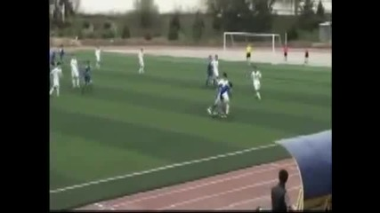 Наказаха футболист да не играе футбол до живот заради каратистки удар X