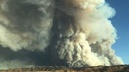 USA: Heavy smoke billows near Lake Hughes as wildfire rages in LA County