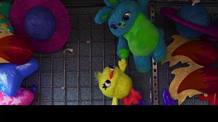 """Играта на играчките: Пътешествието - Клип """"Към безкрая и ритник"""""""