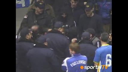 Sled masov boi policai vadi pistolet sreshtu ultrasi na Levski