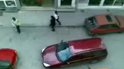 Ето какво се случва, когато 3 жени с коли се срещнат в тясна уличка в България!