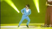 / 2012 / Малкият изуми всички с танцовите си движения на Gangnam Style