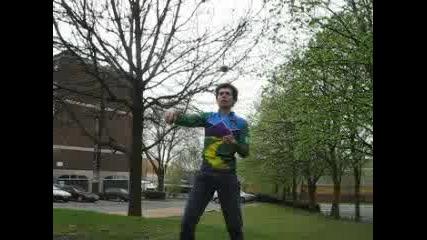 Тош Жонглира С 3 Тежки Топки Свободен Стил