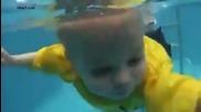 Бебе падна в басейн и оцеля