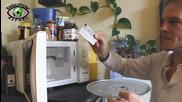 """Германците """"готвят"""" личните си карти в микровълновата печка за да спрат шпионажа на Сащ"""