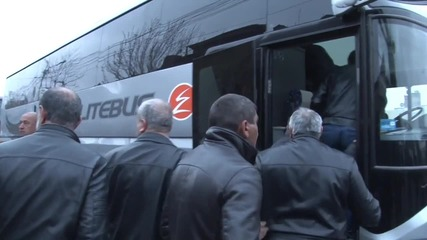 Armenia: Volunteers from Yerevan board buses for Nagorno-Karabakh