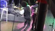 Арестуваха Afroman, защото удари фенка на сцената