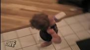 Нинджа бебе на мисия за мляко!