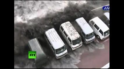 Първи кадри от мига на цунамито в Япония