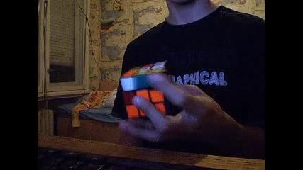Българин нарежда куба на рубик с 1 ръка за под 30 секунди!