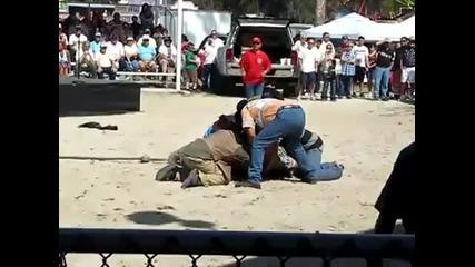Ужас !! Крокодил захапва човек за главата