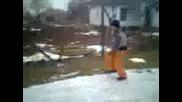Лъчезар се пързаля на леда 1 част