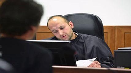 Съдия Николай Урумов от Срс, който прибира бакшиши на сватба се държи нагло в съдебна зала
