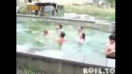 Има ли по-яко потапяне във водата ит това?