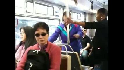 Бой за място в автобуса